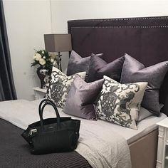 Se så lekkert med Valancia Sengegavel i grå velour hos  @cathinkalisell   #classicliving #interiør #Bedroom
