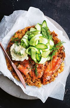 Impress your family and friends with this golden beetroot and potato rosti, topped with smoked salmon, cucumber and orange-infused crème fraîche. Beetroot Recipes, Salmon Potato, Smoked Salmon Recipes, Clean Eating, Healthy Eating, Healthy Food, Salmon Dinner, Cafe Food, Tasty Dishes