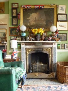 [CasaGiardino] ♛ Morning room in Regency house of Isabel and Julian Bannerman built in 1807 in Trematon Castle Courtyard, Cornwall, England. Photo: The Bible of British Taste. English Cottage Interiors, English Country Cottages, English Country Decor, Cosy Home, Family Room Fireplace, British Home, English House, English Style, Bunt