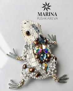 Делала вот такую белую лягушечку! Японский бисер, кристаллы сваровски, жемчуг Сваровски, жемчуг, фурнитура. Лягушка- брошь! Выставляю для примера!