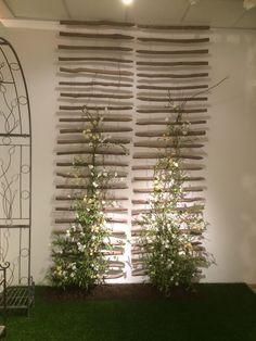 These are so elegant, they have an asian feel, … - Diy Garden Projects Diy Trellis, Garden Trellis, Balcony Garden, Trellis Ideas, Small Gardens, Outdoor Gardens, Asian Garden, Garden Structures, Garden Stones