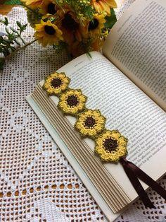 Crochet Applique Patterns Free, Crochet Bookmark Pattern, Crochet Bookmarks, Crochet Flower Patterns, Crochet Patterns Amigurumi, Crochet Designs, Crochet Flowers, Marque-pages Au Crochet, Crochet Mignon