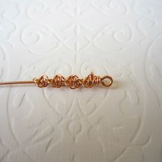 it's a tutorial on a pair of earrings with green beads, but I'd prefer making a wire bracelet without making any beads