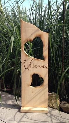 Decorative objects - wooden board welcome with hearts - a designer piece by MichasB . Decorative objects – wooden board welcome with hearts – a unique product by MichasBastelstube o Rustic Crafts, Decor Crafts, Wood Crafts, Diy And Crafts, Easy Woodworking Projects, Wood Projects, Chain Saw Art, Wood Plank Art, Yard Art