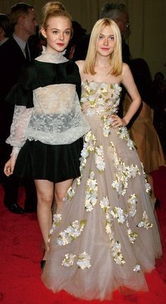 Elle and Dakota Fanning in Valentino at the Metropolitan Museum Costume Institute Gala, New York Actress Fanning, Fanning Sisters, Celebrity Siblings, Nice Dresses, Flower Girl Dresses, Dakota And Elle Fanning, High Fashion Looks, Costume Institute, Hot Dress