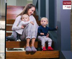 Dale la bienvenida al frío con nuestra nueva Colección Otoño-Invierno ☔️❄️🏡👨👩👦👦  En esta Campaña nos acompaña la Blogger de moda Fátima Cantó y sus preciosos niños 😍🐥🐥  https://instagram.com/p/BMZIazrDct3/ #vulladi #kids #fatimacanto #madeinspain
