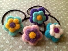 花ゴム2 Felt Crafts, Diy And Crafts, Felt Necklace, Barrettes, Needle Felted, Felt Brooch, Kids Jewelry, Cute Toys, Gift Exchange