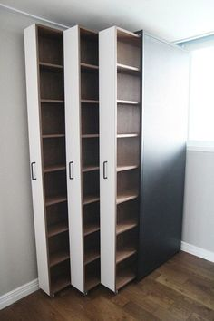 Ausziehbare Bücherregale / Bücher im Innenraum . - Room Inspo Extendable bookshelves / books in the interior . - Room Inspo - # books # bookcases and organization ideas Salon Interior Design, Interior Ideas, Interior Designing, Diy Casa, Closet Designs, Closet Bedroom, Diy Bedroom, Trendy Bedroom, Closet Wall
