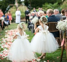 Flower girls-- this is so cute.