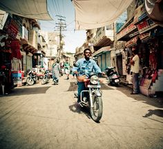 Amazing India urban and people photography by Emanuele Nardoni from Milan, Italy.