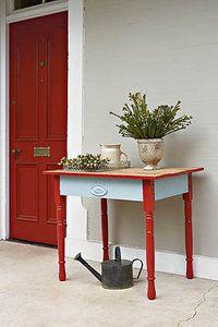 Flea market find   SARIE WOON   Vlooimarkskat!  We show you how to put the elegance back into old furniture  #diy #restore