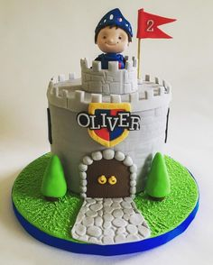 Mike the Knight - Cake by Nikki's Cakes