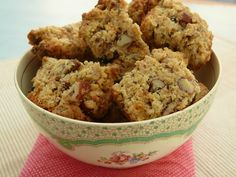Pecan and Apple Rusks Rusk Recipe, Easy Recipes, Easy Meals, South African Recipes, Biscuit Cookies, Health Recipes, Afrikaans, Healthy Baking, Scones