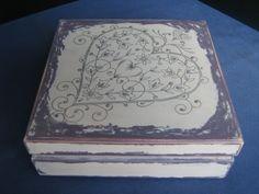 Pudełko drewniane, ręcznie malowane i zdobione techniką serwetkową.