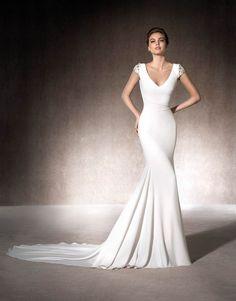 Melia | San Patrick - Elegant crepe mermaid dress with V-neckline