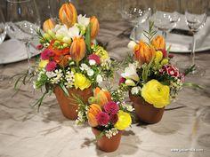 Centro con flores variadas
