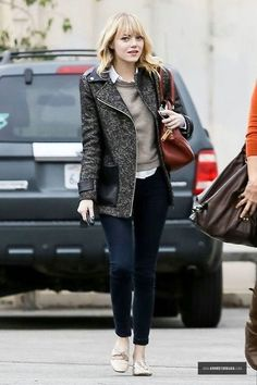 GET THE LOOK - Emma Stone Preppy Street Style Preppy outfits, gray coat with leather details, gray sweater with collared shirt, jeans, and ballet flats #emmastonestyle #preppyoutfits