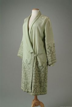 Coat 1927 The Meadow Brook Hall Historic Costume Collection 20s Fashion, Kimono Fashion, Art Deco Fashion, Fashion History, Retro Fashion, Vintage Fashion, Fashion Design, Vintage Dresses, Vintage Outfits
