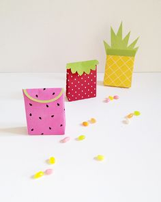 DIY Summer Fruit Gift Bags with Free Printable Template from @makeandtell