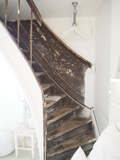 Old staircase at Mother Goose Hotel in Utrecht adds a vintage touch to the bedroom!