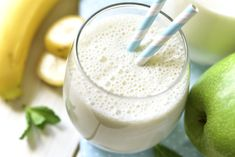 Weight Loss Shakes : Smoothie miel et banane au yaourt Smoothies Banane, Raspberry Smoothie, Apple Smoothies, Smoothie Prep, Recipe Finder, Exotic Food, Clean Eating Snacks, Eating Healthy, Whole Food Recipes