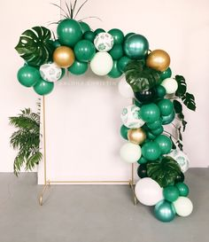 Tropical party 🌵🌴 Source by Safari Theme Birthday, Jungle Theme Parties, Baby Boy 1st Birthday Party, First Birthday Parties, 21st Party, Tropical Theme Parties, Tropical Decor, Birthday Ideas, Party Party