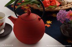 【楽天市場】南部鉄瓶 岩鋳 急須・カラーポット藍花 Aika 日の丸 (茜) 10283:Life Balance (ライフバランス)