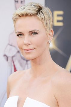 Oscars 2013: The 10 Best Beauty Looks - Charlize Theron