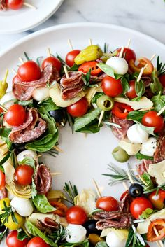Holiday Antipasto Wreath l SimplyScratch.com #holiday #christmas #appetizer #antipasto #skewers #snack Skewer Appetizers, Antipasto Platter, Finger Food Appetizers, Appetizers For Party, Appetizer Recipes, Caprese Appetizer, Appetisers, Dip Recipes, Salad Recipes
