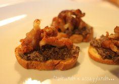 Cucinando e assaggiando...: Crostini con salsa di radicchio e pancetta croccante
