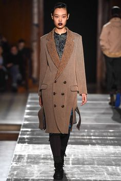 Julien David Fall 2015 Ready-to-Wear Collection Photos - Vogue Live Fashion, Fashion Week, Fashion Show, Fashion Design, Paris Fashion, Julien David, Couture Collection, Vogue Paris, Fall 2015