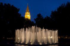 #Kiel Der Brunnenim Hiroshimapark lässt seine Fontänen senkrecht gen Himmel sprudeln und einen Wasserpavillon bilden. Nähert man sich, fällt eine der Wände in sich zusammen. Tritt man in das Innere, sch...