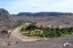 Abriéndose paso entre los montes #Saghro y #Siroua, el río #Draa convierte las resecas y rojizas montañas de #Marruecos en una suerte de cadena de oasis, lleno de palmerales y huertos #viajeamarruecos