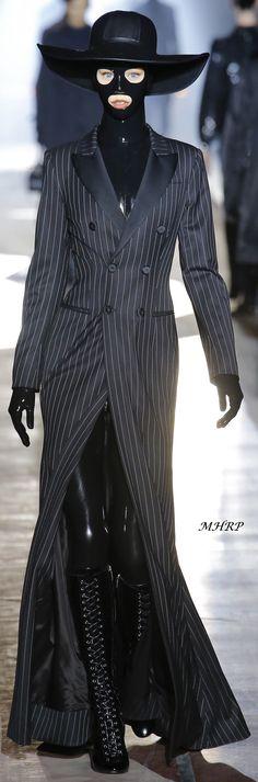 Moschino Fall 2018 Menswear_Vogue-Runway