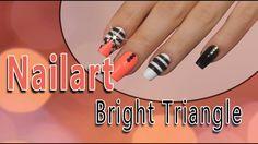 #nailart #tutorial #nails #triangle Unsere Nailart in dieser Woche sorgt für gute Laune an grauen Tagen! Lass Dir nicht entgehen, was wir mit den neuen Jolifin Strasssteinen 500 Stk. für Dich vorbereitet haben. Hier findest Du die entsprechenden Produkte: