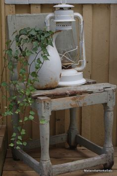 shabby Simple and gorgeous gorgeous! So shabby Shabby Chic Stil, Shabby Chic Decor, Rustic Decor, Shabby Chic Garden, Rustic Chair, Garden Chairs, Garden Beds, Home And Garden, Country Decor