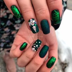 Short Coffins With Green Foil ❤ 35+ Magnificent Coffin Nails Designs You Must Try ❤ See more ideas on our blog!! #naildesignsjournal #nails #nailart #naildesigns #nailshapes #coffins #coffinnails #coffinnailshapes