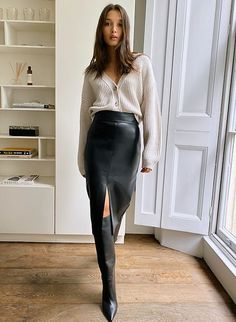 Winter Fashion Outfits, Look Fashion, Skirt Fashion, Autumn Fashion, Chic Fashion Style, Winter Fashion Women, Parisian Fashion, Womens Fashion Outfits, Winter Work Fashion