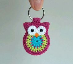 I so love this and have been looking for instructions to make it everywhere but never found a thing.Still, it's good enough to be on my board. Crochet owl keyring