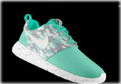 NEW Nike Roshe Run in mint green