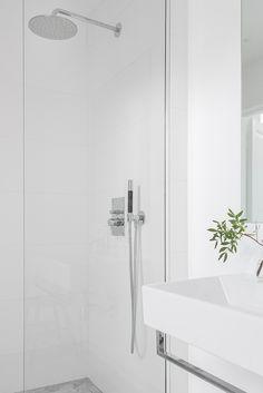   Alvhem Mäkleri och Interiör Childrens Bathroom, Small Bathroom, Bathroom Ideas, Bath Ideas, Bathroom Designs, Bathroom Toilets, Washroom, Relaxing Bathroom, Contemporary Baths