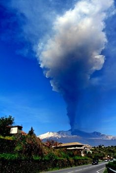 How many people can look out their bedroom window and see something like this? Sunday morning, 05:30 , seven kilometer high plume...