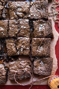 Salted Caramel and Milk Chocolate Brownies. - Brownies e Blondies Milk Chocolate Brownie Recipe, Chocolate Chip Cookies, Chocolate Brownies, Brownie Recipes, Chocolate Desserts, Oreo Fudge, Chocolate Tarts, Salted Caramel Brownies, Chocolate Milkshake