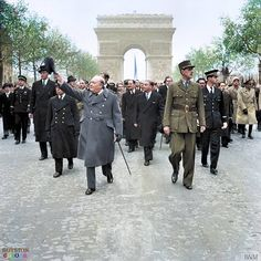Winston Churchill and General Charles de Gaulle walk down the Avenue des Champs-Elysee duirng the French Armistice Day parade in Paris, 11 November 1944 Winston Churchill, Churchill Quotes, Old Paris, Vintage Paris, Elizabeth Ii, Charles Trenet, Armistice Day, Historia Universal, Gaulle