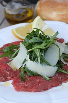 Carpaccio with Parmesan Raw Food Recipes, Beef Recipes, Italian Recipes, Appetizer Recipes, Cooking Recipes, Healthy Recipes, Appetizers, Italian Foods, Healthy Food