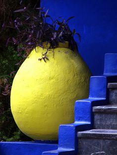 Jardin Majorelle, Yves Saint laurent house and resting place. Blue Garden, Garden Art, Home And Garden, Colour Schemes, Color Combos, Garden Inspiration, Color Inspiration, Moroccan Garden, Mexican Colors