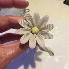 How to make a daisy - https://www.cazamic.com/flower-making/how-to-make-a-bone-china-clay-daisy-flower/