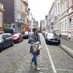 #Repost @belinda_buttercup  Architectural dream street #architecture #jugendstil #gründerzeit #artnouveau #architektur #arthistory #neuss #cobblestone #kopfsteinpflaster #rheinland #elektropulli #avarcas #poncho