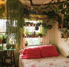 21 plant-filled homes are unbe-leaf-able A piece of driftwood draws the eye upward in this dreamy bedroom.A piece of driftwood draws the eye upward in this dreamy bedroom. Dream Rooms, Dream Bedroom, Master Bedroom, Bedroom Green, Garden Bedroom, Master Suite, Girls Bedroom, Gypsy Bedroom, Narrow Bedroom