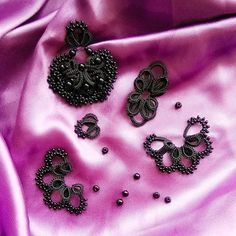 Lace Jewelry, Handmade Jewelry, Tatting Earrings, Tatting Tutorial, Tatting Lace, Tatting Patterns, Needle Lace, Alexander Mcqueen Scarf, Jewels
